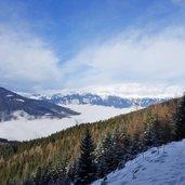 D-2367-nebel-ueber-eingang-stubaital-wipptal-dahinter-kalkkoegel-und-karwendel-winter-3.jpg